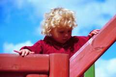 Как научить ребенка играть со сверстниками?